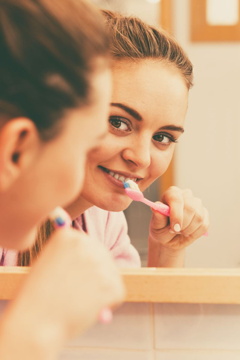 In het dagelijks leven kom je strontium het meest tegen in tandpasta voor gevoelige tanden.